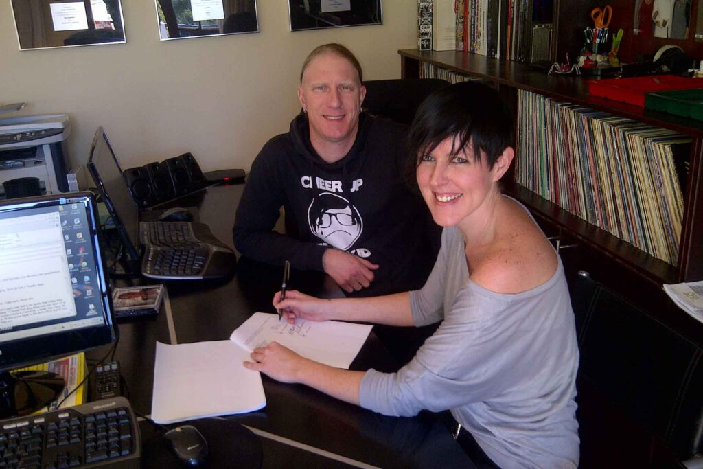 Shannon Hope signs to Peermusic